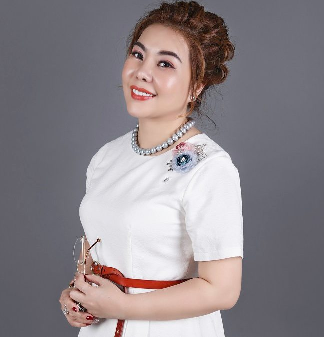 Business woman and Vietnamese products