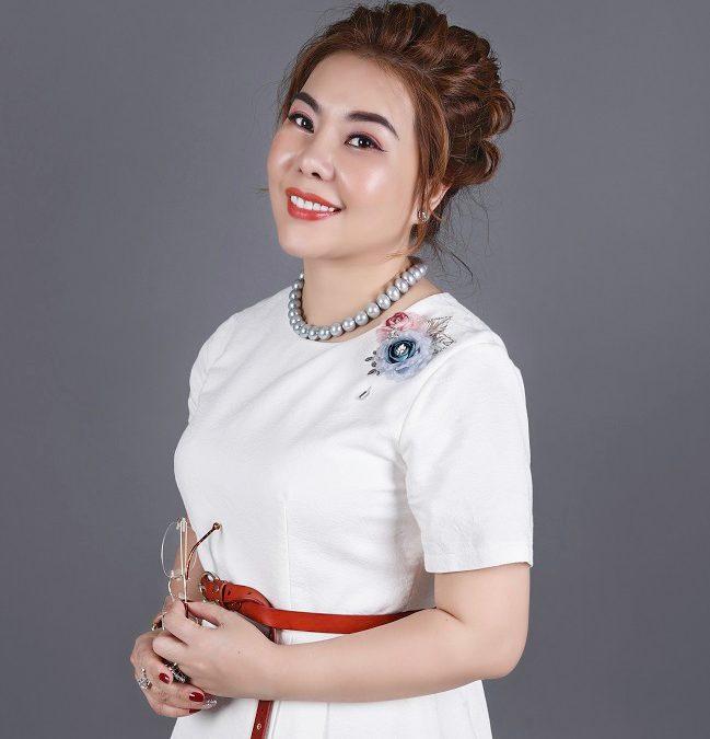 Деловая женщина и вьетнаме продукты