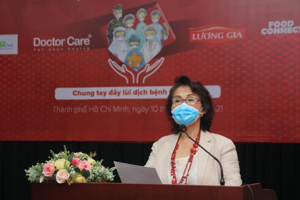 """Bà Nguyễn Thị Hồng Minh - Chủ tịch Hiệp hội Thực phẩm minh bạch cho biết chiến dịch """"Tiếp sức tiền phương"""" sẽ tham gia tích cực các hoạt động nhằm chung tay đẩy lùi dịch bệnh."""